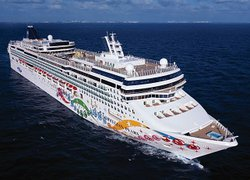 norwegian-pearl-fb82a44c43902a8b.jpeg